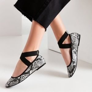 Urban Outfitters Snake Skin ballet flats Size 8